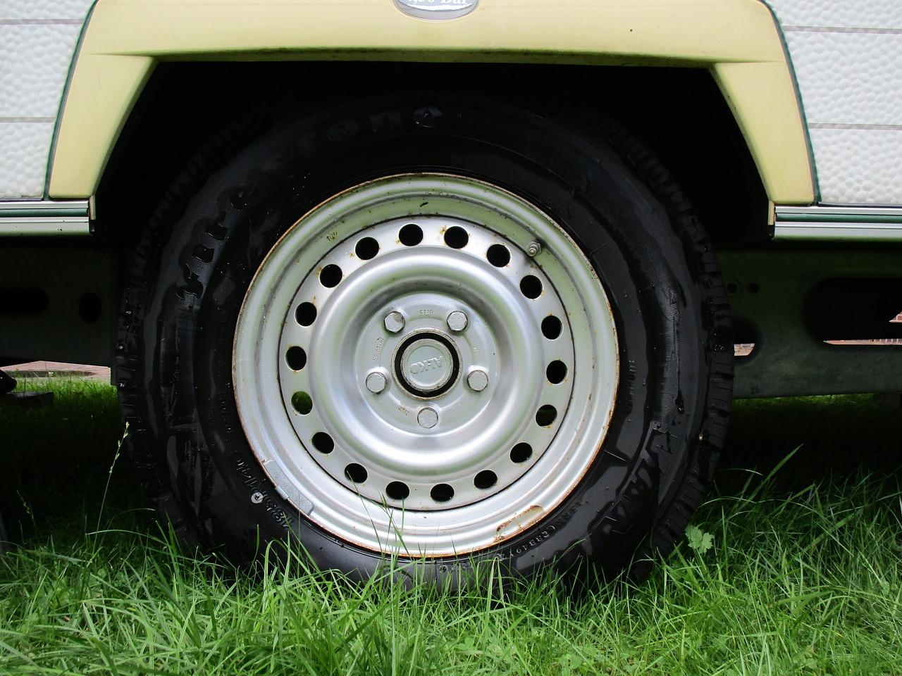 auto-tires-1579229_1280