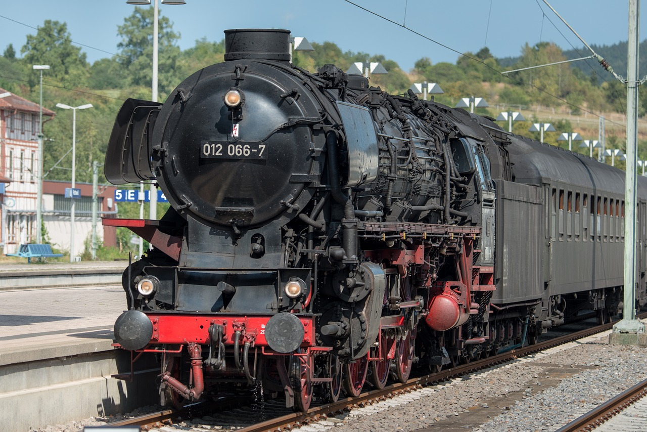 steam-locomotive-2097789_1280